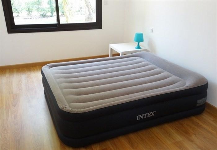 Надувная кровать Intex 67738 двуспальная со встр. насосом 220В (152х203х48) - фото 15423