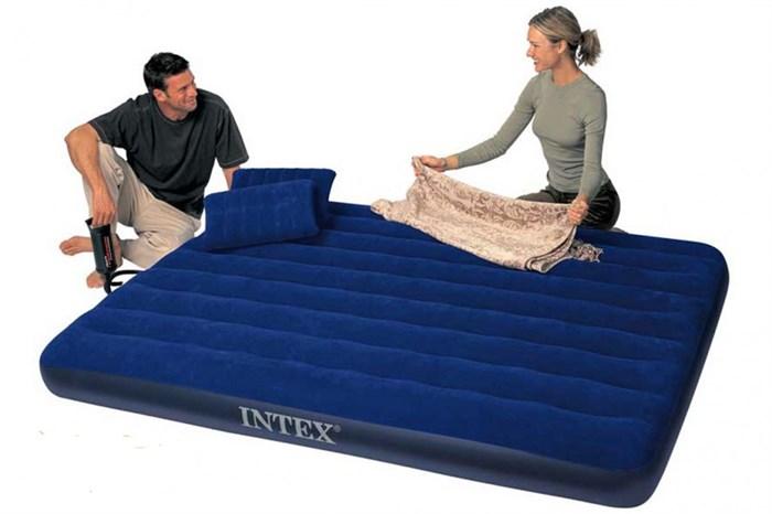 Надувной матрас Intex 68765 двуспальный (с ручным насосом и 2 подушками)  (152х203х22) - фото 15654